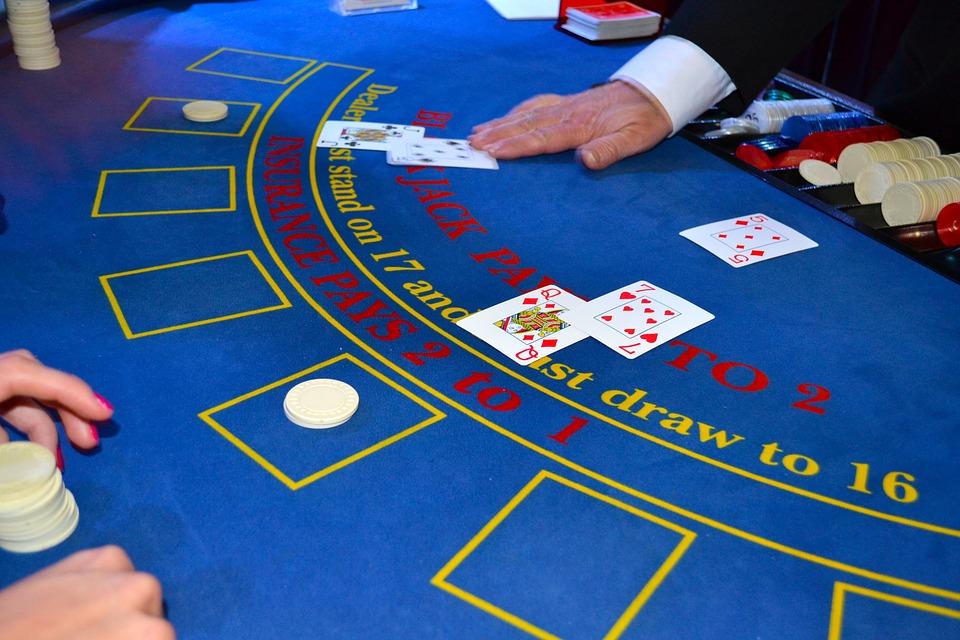 Blackjack: Lernen Sie Karten in vier Schritten zu zählen