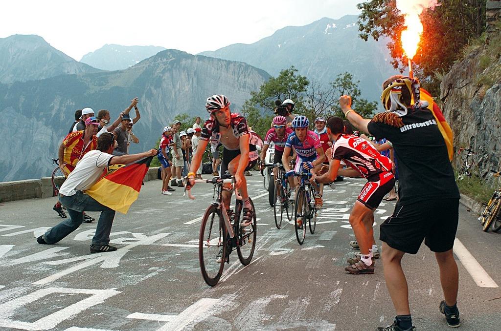 tour-de-france-after-l-alpe-d-huez-climb-fanatical-viewers-8815ee-1024
